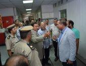 صور.. مدير أمن سوهاج يقود حملة على تعديات أسوار المستشفى الجامعى