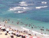 صور.. إقبال متزايد على شواطئ الإسكندرية فى ثالث أيام عيد الأضحى