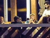 وجبة عشاء تجمع ليوناردو وكاميلا وشون بن وليلي جورج فى إيطاليا