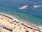 صور.. إقبال كبير على شواطئ الإسكندرية فى رابع أيام عيد الأضحى