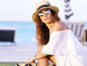شاهد زينة فى جلسة تصوير أنيقة على أحد شواطئ الساحل