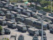 صور.. الصين تنشر قوات عسكرية قرب حدود هونج كونج