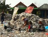 سكان قرية بأندونيسيا: العمل بفرز النفايات يمكننا من تعليم الأولاد
