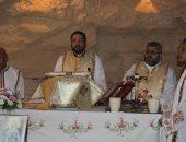 صور.. الأنبا باخوم يترأس قداس عيد العذراء بكنيسة المقطم الكاثوليكية