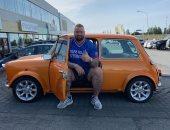 """الممثل الأيسلندى """"ذا ماونتن"""" داخل سيارة """"متر × متر"""""""