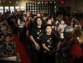 700 شخص غريب يحضرون جنازة ضحية إطلاق النيران بتكساس.. بعد نداء من زوجها