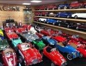 لعشاق السيارات.. صاحب أكبر مجموعة خاصة من السيارات القديمة يقرر بيعها