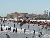 صور.. كيف تقضى رحلة سعيدة بأقل الأسعار على شواطئ بورسعيد