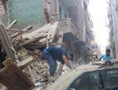 إخلاء منزل من 3 طوابق عقب حدوث انهيار جزئى به فى سوهاج