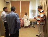 صور.. محافظ أسوان يحيل واقعة خروج مريض من مستشفى قبل علاجه للتحقيق