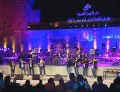 فرقة براس ساوند تمهد أجواء افتتاح مهرجان القلعة بتوليفة نفخ إيقاعات.. صور
