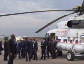 شاهد.. بوتين يترك طائرته الرئاسية فى مرسيليا ويستقل هيلكوبتر للقاء ماكرون