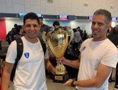 صور.. أول صورة لكأس العالم لكرة اليد للناشئين بصحبة أبطال المنتخب بالمطار