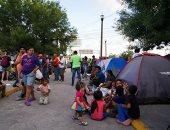 طالبو اللجوء المكسيكيون يقضون أوقاتا طويلة داخل مخيم مؤقت للهجرة فى ماتاموروس