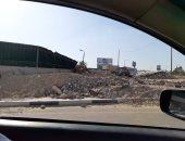 قارئ يشكو إلقاء سيارات النقل لمخلفات المبانى عند الكيلو 4.5 طريق السويس