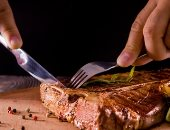 مالهمش فى الأكل الهيلثى.. اللحوم تشكل ثلث نفقات الطعام لدى المواطن الروسي