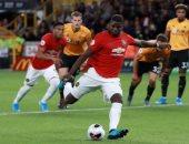 جماهير مانشستر يونايتد تدعم بوجبا ضد العنصرية أمام كريستال بالاس