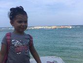 صيفك معانا.. هلال يشارك بصورة ابنته من المصيف فى الإسكندرية
