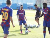 ميسي يشارك فى تدريبات برشلونة أملا فى اللحاق بمواجهة بيتيس.. صور