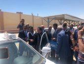 جهاز تنمية المشروعات يقوم بتسليم 50 سيارة أجرة لشباب محافظة السويس