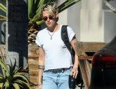 كريستين ستيوارت وحيدة فى شوارع لوس أنجلوس.. صور