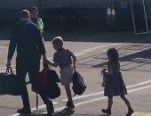صور.. الأمير وليام يستقل طائرة تجارية لزيارة الملكة بعد انتقادات لشقيقه هارى