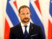 ولي عهد النرويج يزور مسجدا تعرض لإطلاق نار