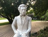 شاهد.. تماثيل الكاتب الروسى الكبير بوشكين فى سانت بطرسبرج