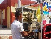 """صور.. """"أحمد الشبح"""" تحدى البطالة بعصارة قصب فى أسيوط.. ويؤكد: بدل """"مد الأيد"""""""