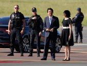 """رئيس وزراء اليابان يصل إلى """"بياريتز"""" الفرنسية للمشاركة فى قمة مجموعة السبع"""
