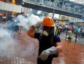 شرطة هونج كونج تطلق الغاز المسيل للدموع لتفريق محتجين
