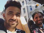 محمد النني يظهر مع تريزيجيه في شوارع إنجلترا