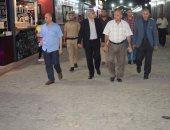 """محافظ المنيا يتابع العمل بوحدات مشروع """"شارع مصر"""" ويسليم 74 وحدة"""