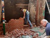 صور.. إيقاف بناء مخالف وغلق مقهى بالإسكندرية.. وإزالة 15 كشكا مخالفا بالمنيا