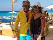 مصطفى فهمي وزوجته فاتن موسى فى أجمل 10 صور أثناء الإجازة الصيفية