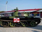 دبابة تثير الذعر فى ملعب بلجراد الصربى.. أعرف السبب