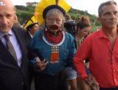 زعيم الأصليين فى البرازيل يشكر ماكرون على مساعدات حماية غابات الأمازون.. فيديو