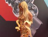 """ظهور غريب لـ""""تانا مونجو"""" بالثعبان على السجادة الحمراء فى مهرجان MTV"""