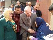 صور .. محافظ كفر الشيخ يقبل رأس سيدة عجوز ويقرر إجراء عملية جراحية