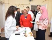 صور.. جامعة القاهرة تبدأ الكشف الطبى على الطلاب الجدد  بمستشفى الطلبة بالجيزة