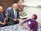 """صور.. اللواء عادل الغضبان يزور """"معلمة بورسعيد"""" للاطمئنان على حالتها الصحية"""