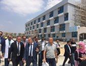 صور .. محافظ الإسماعيلية وقيادات الصحة يتفقدون المستشفى العام