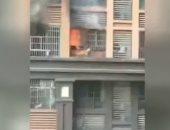 شاهد.. بطل ينقذ طفلا من حريق شب فى الطابق الثامن