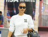 إيرينا شايك بإطلالة بيضاء أثناء عودتها من أجازتها فى أوروبا لـ نيويورك