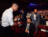 كريستيانو رونالدو يصافح ميسي فى حفل جوائز الاتحاد الاوروبي