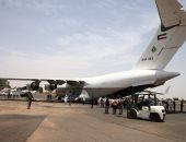 صور.. وصول أولى طائرات الجسر الجوى الكويتى إلى الخرطوم