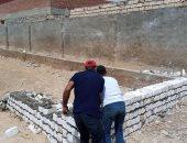 صور.. إيقاف بناء وهدم سور مخالف غرب الإسكندرية