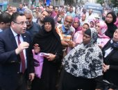 """سكان بالإسكندرية يشكون من تخريب المالك للعقار.. والمحافظ: """"حقكم هيرجع لكم"""""""