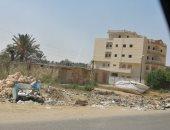 شكوى من تراكم القمامة بشارع البحر بمدينة فايد