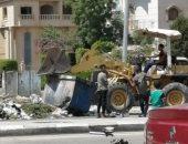 قارئ يشارك بصورة طفل يقود لودر لجمع القمامة بالتجمع الخامس